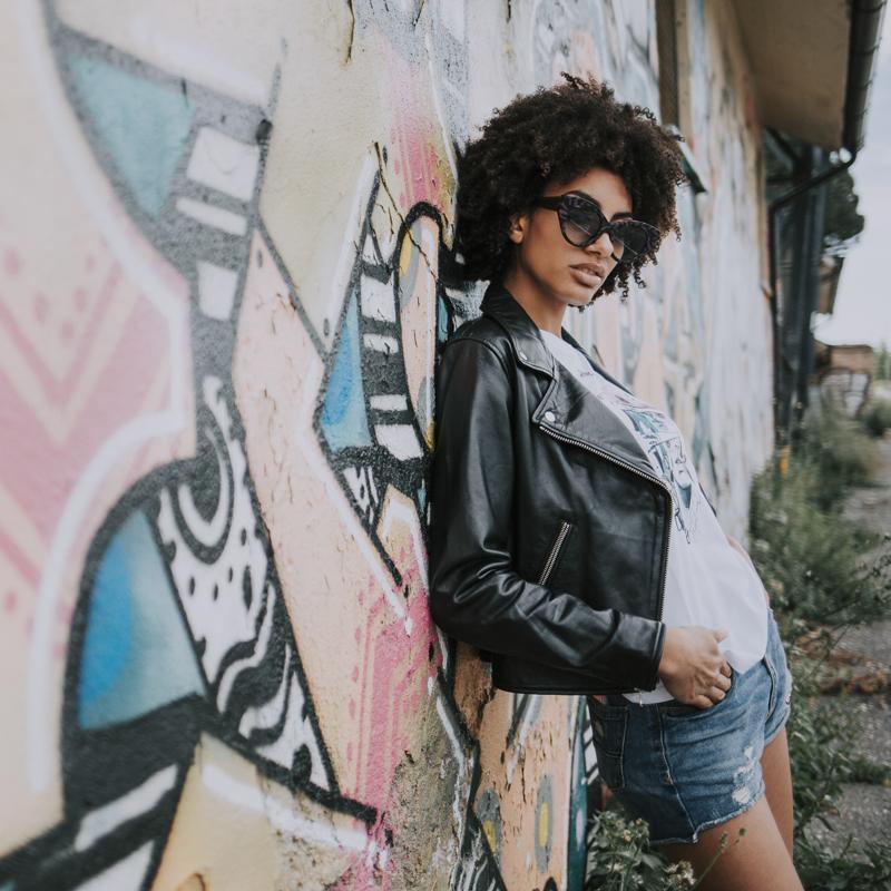 Servizio Fotografico Fashion Roma Art Glamour scalinata con graffiti