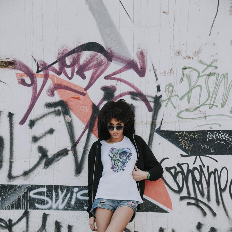 Servizio Fotografico Fashion Roma Art Glamour modella su sfondo graffiti